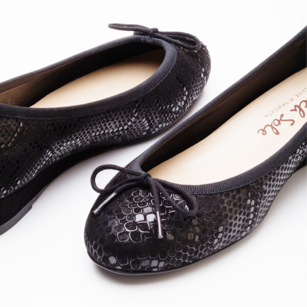Image 2 for Henrietta Black  Black Snake (HEW11)